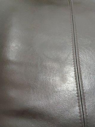 Reposapiés / futón de cuero marrón