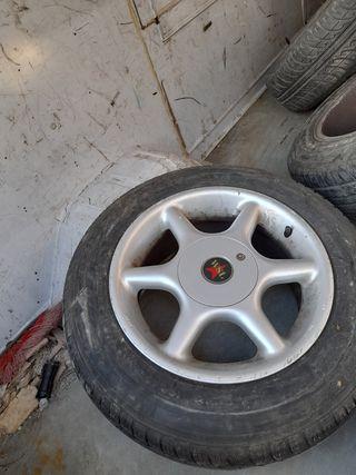 ruedas con llantas