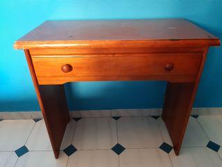 Despacho o escritorio de madera resistente por 20€