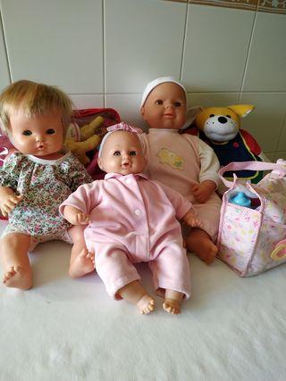 Muñecos bebés + accesorios baño, comiditas y ropa