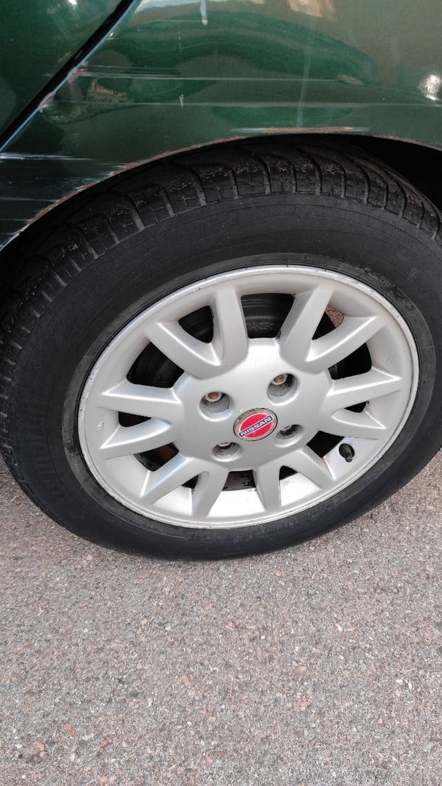 llantas 15 pulgadas Nissan