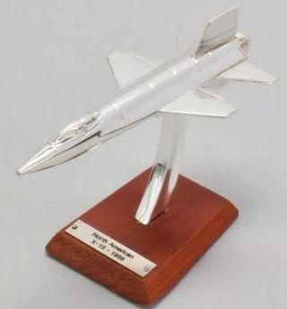 Precioso avión NORTH AMERICAN X15 1:200