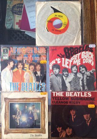 THE BEATLES. 5 Singles Internacionales.
