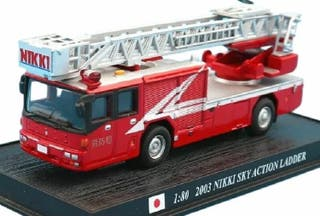 Precioso camión escala de bomberos japonés 1:80
