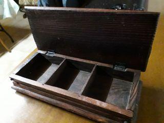 Caja madera marrón