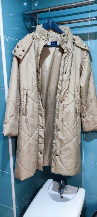 abrigo color marrón claro