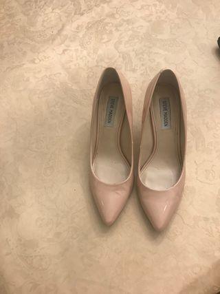 Zapato salón charol nude