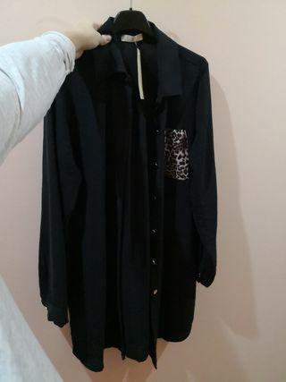 camisola negra bolsillo leopardo