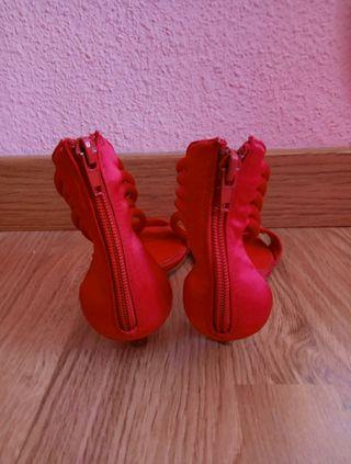 Sandalias rojas con tacón 36