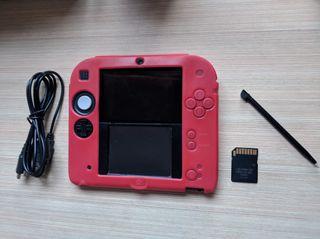 Nintendo 2DS + protector goma + juegos