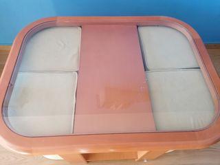 Mesa baja con asientos