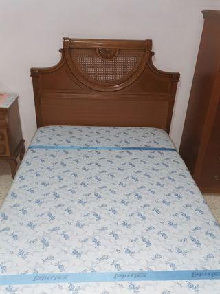 Estructura de cama, cabecero y colchón.