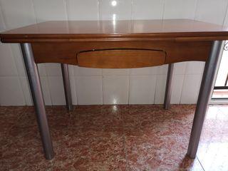 Mesa de madera y aluminio
