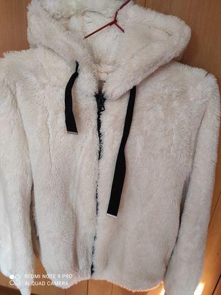 chaqueta mouton blanca con gorro