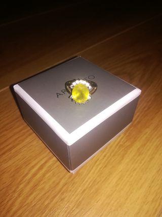 Shiny yellow ring