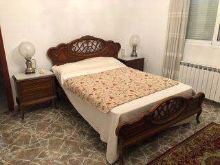 Dormitorio clásico de madera maciza