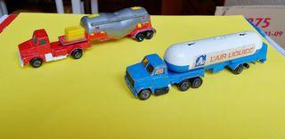 Camiones metálicos de juguete antiguos.