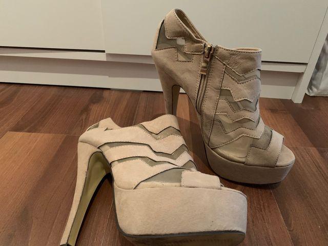Zapatos nude con plataforma. N.37
