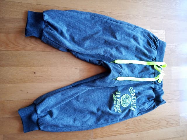Pantalón chándal corto XL.