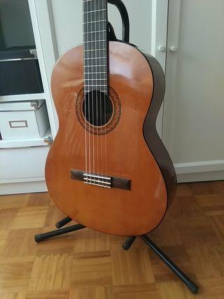 Guitarra española Yamaha C40 con previo