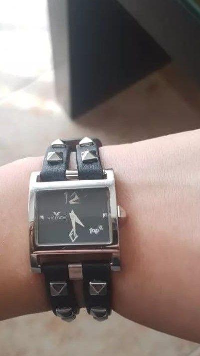 Reloj tachuelas