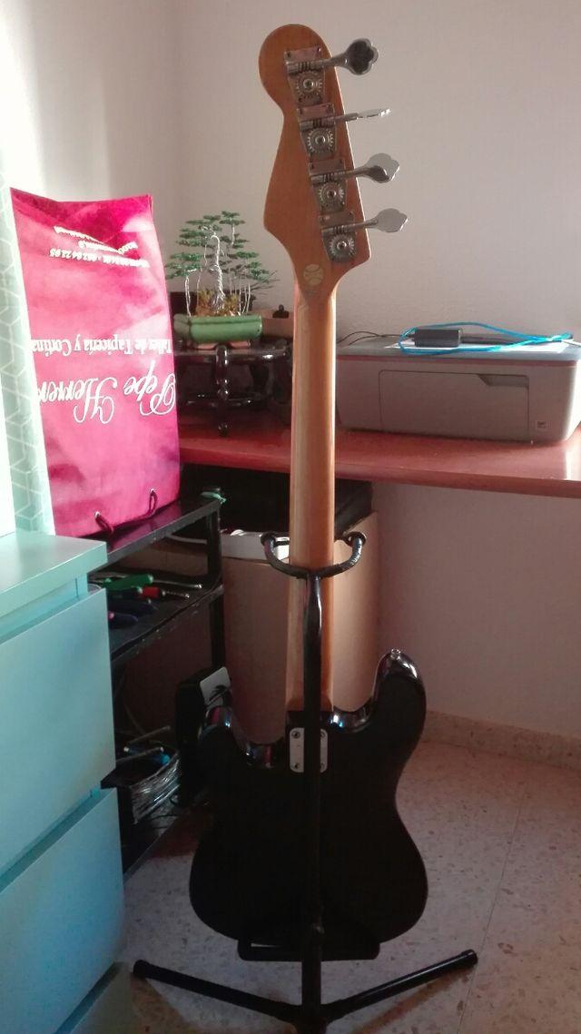 Bajo y amplificador Solec .