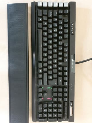teclado, mouse y alfombrilla corsair perisfericos