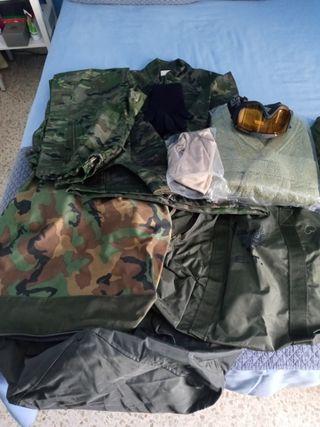Lote de accesorios y ropa para caza y montaña