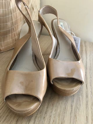 Zapato destalonado charol beige