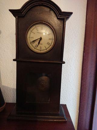 Reloj Antiguo en funcionamiento.