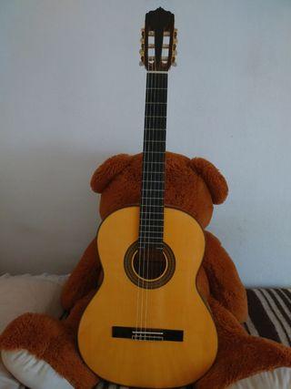 Guitarra Clásica y accesorios.