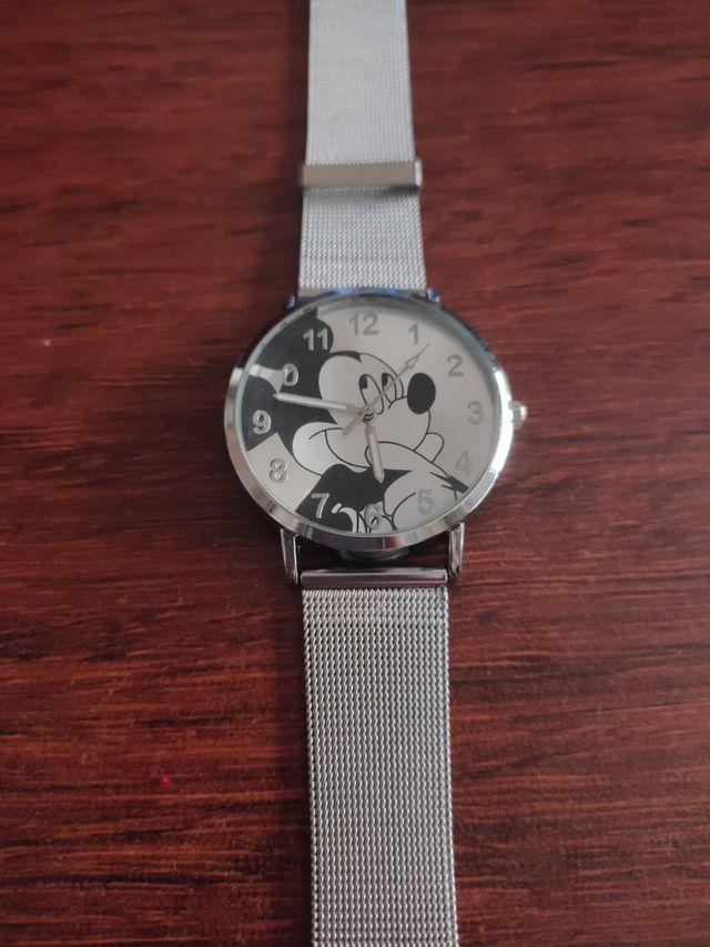 reloj plateado Mickey mousse