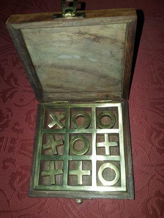 Juego de mesa en madera y laton