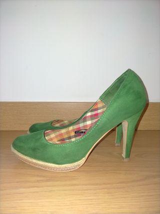 zapato tacón verde