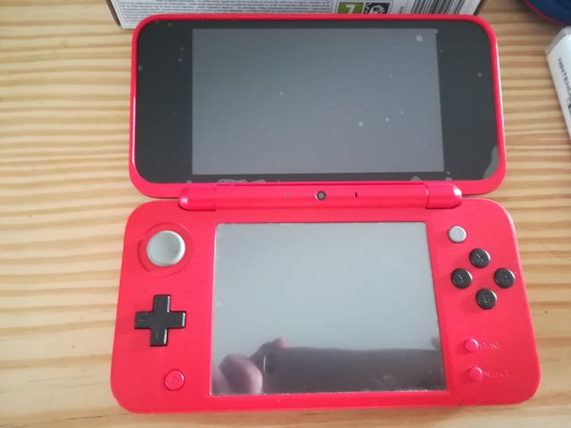 Nintendo 2DS XL Pokeball Edition