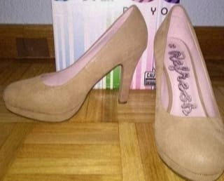 Zapatos de tacón beige NUEVOS