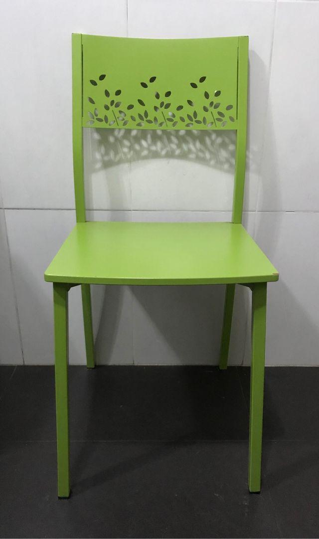 Silla verde de metal MUY BONITA
