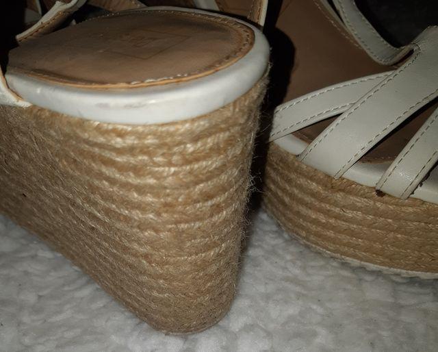 Sandalias tiras Blancas con cuña de esparto
