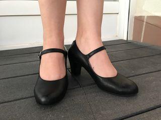 Zapatos de tacón en piel tipo baile español. T36,5