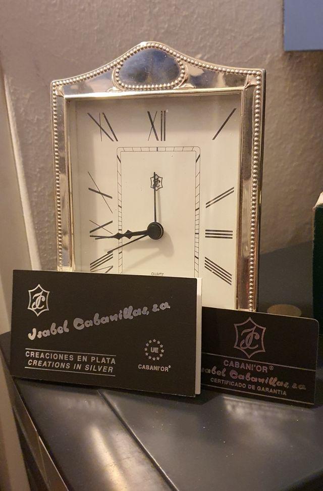 Reloj sobremesa plata de ley