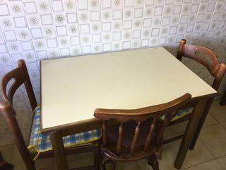 Mesa cocina +2 sillas