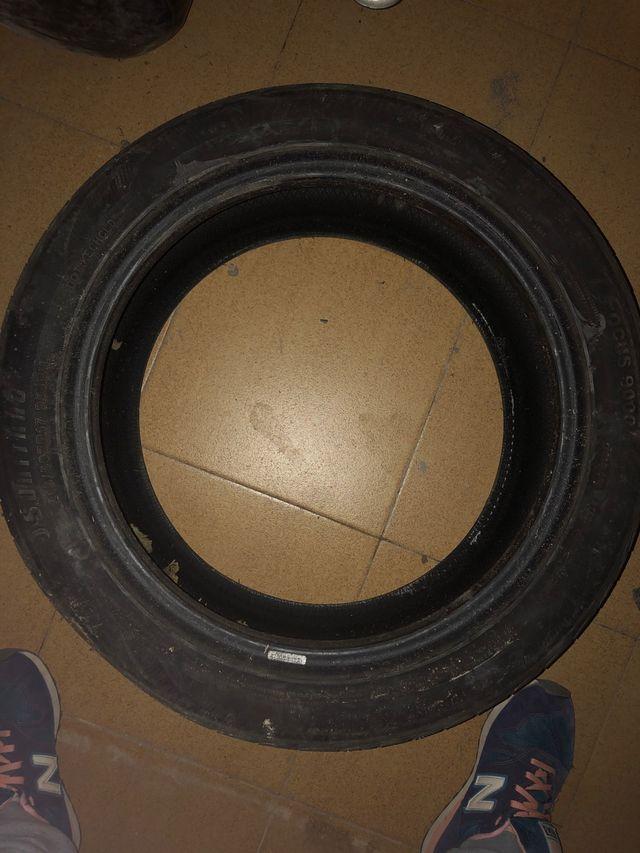 Neumático de recambio nuevo