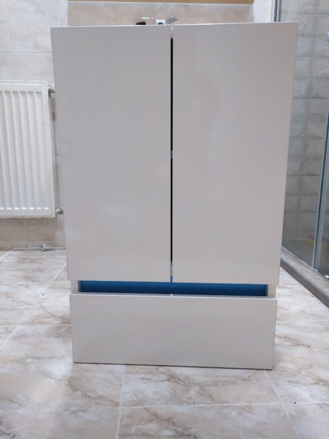 mueble baño blanco y azul