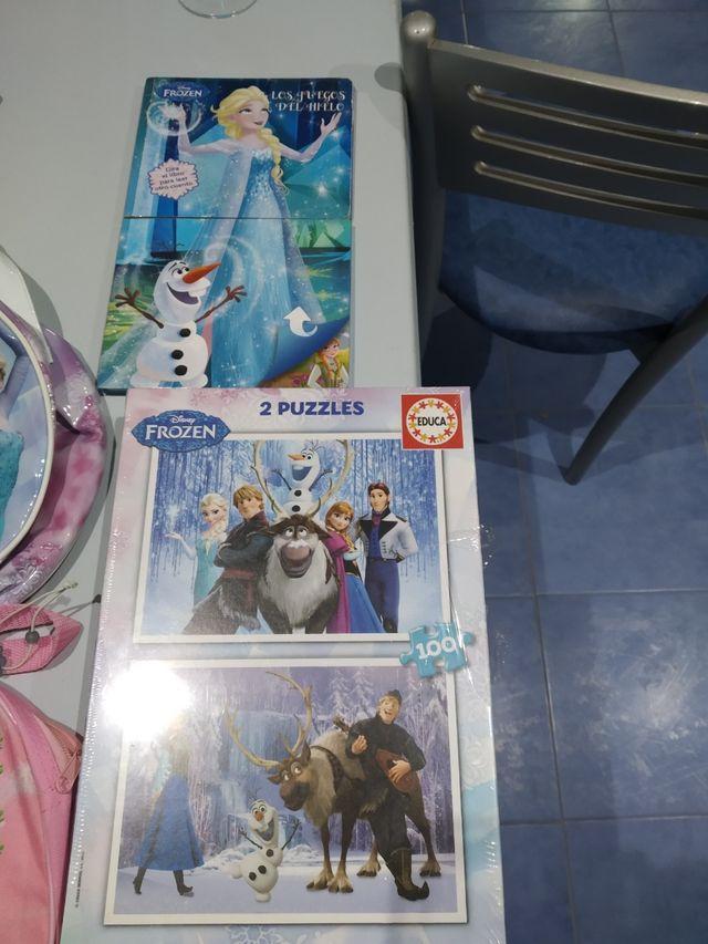 libro, puzzle y diademas frozen