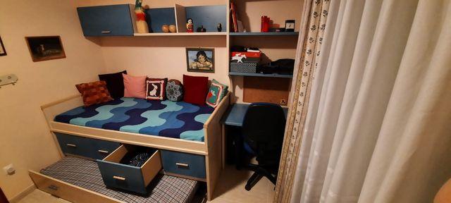 cama nido con escritorio y estanterías