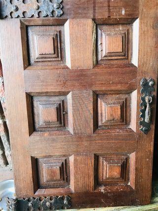 Contraventanas castellanas de madera maciza