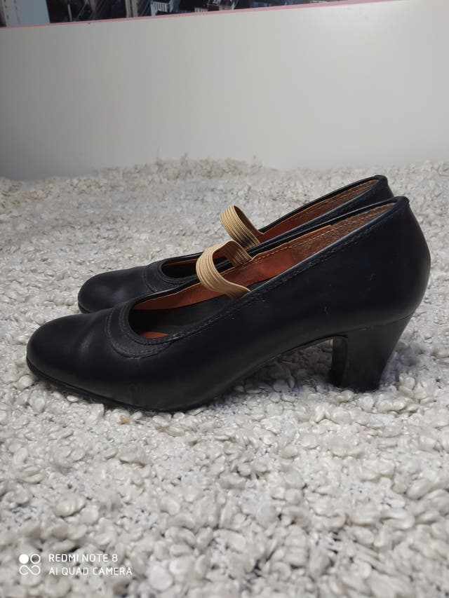 Zapato flamenco con clavos talla 38