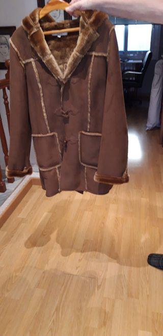 Abrigo marrón de Paris.