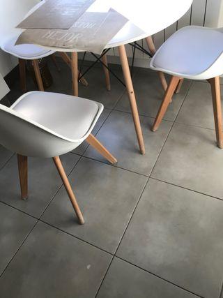 Mesa y cuatro sillas para cocina o salon