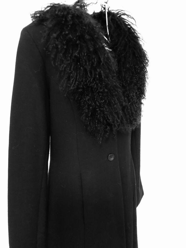 Abrigo negro ZARA. Talla 40/42